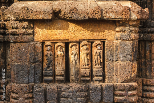 Obraz na plátně The artfully carved figurines on the laterite walls of an ancient Hindu temple in the city of Bhubaneshwar in Orissa, India