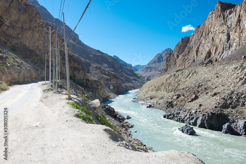 Photo Ladakh, India - Jun 29 2019 - Indus river at Aryan Valley in Ladakh, Jammu and Kashmir, India