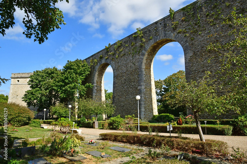Louveciennes; France - september 9 2019 : aqueduct Fototapete