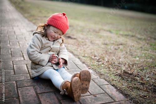 Fotografia  歩道に座る女の子