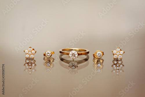 Fényképezés Engagement ring anf ear rings close up