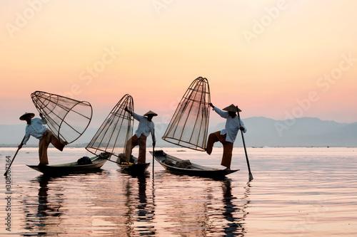 Obraz na plátně Myanmar travel attraction landmark - Traditional Burmese fisherman at Inle lake,