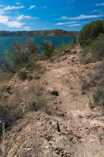 Photo Vertical vista of Bill Evans Lake in New Mexico.