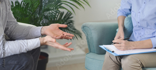 Hands of man attending private psychologal therapy Fototapet