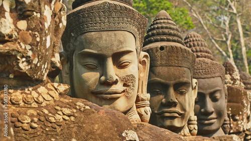 Obraz Skulptur in ankor wat, wat bayon in kambodscha, siem reap, - fototapety do salonu