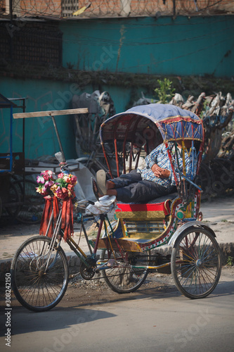 Vászonkép The rickshaw driver is resting
