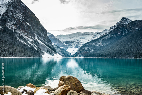Fototapeta Lake louise panorama in winter with snow covered mountains, Banff National Park, Alberta, Canada obraz