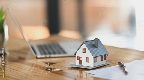 Fototapeta House model on sale keys on the rental agreement or the buy home contracts with the estate property background. obraz