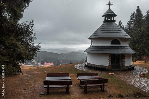 Obraz na plátně View with Klostermannova kaple on the way to Javorník lookout tower