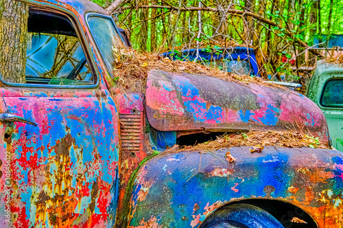 Many Coats of Paint on an Old Truck Tablou Canvas