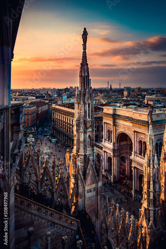 Photo Milan Duomo Italy view from the roof terrace at sunset