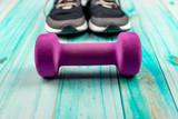 Hantelek fitness i buty sportowe