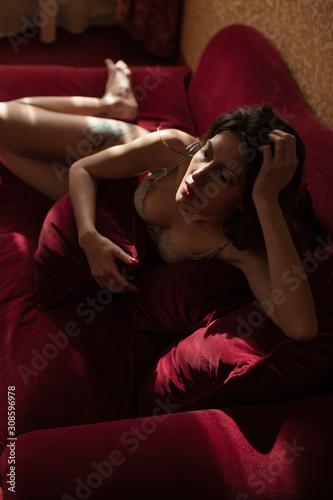 Photo Ragazza giovane ritratto rosso sexy romantico lingerie
