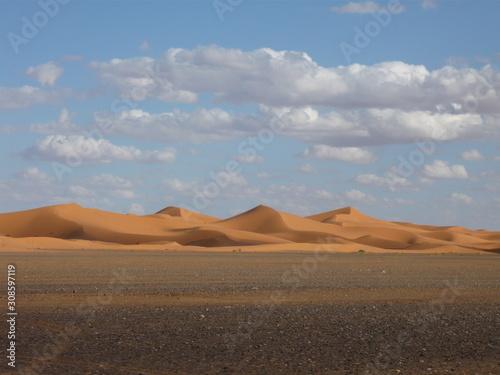 Obraz na plátně  Sahara Sand Dunes with blue sky and clouds - physical geography light and shadow