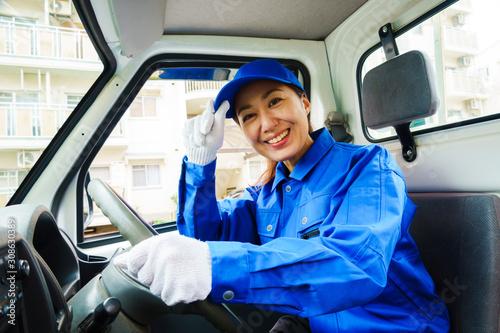 Photo 青色の作業服を着た女性