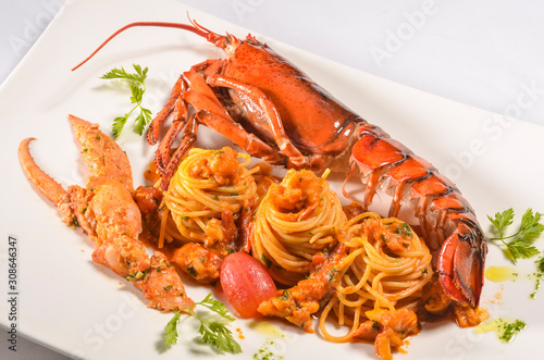 Fotografia Spaghettoni with Maine lobster and Bisque sauce on white plate