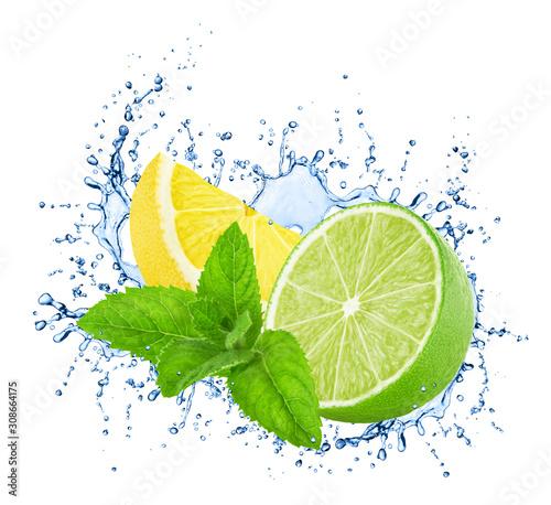 Fototapeta Limonka  pokrojone-limonki-i-cytryny-z-mieta-w-rozpryskach-wody-na-bialym-tle