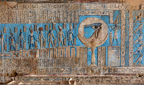 Obraz na plátne Hieroglyphic carvings and paintings on the interior walls of an ancient egyptian
