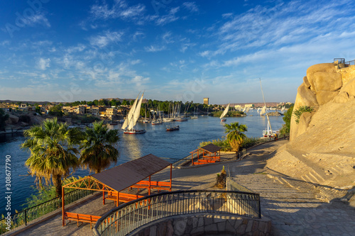 Photo Beautiful landscape with felucca boats on Nile river in Aswan at sunset, Egypt