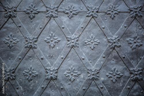 Obraz Rustic ancient doors pattern medieval repetitive ornaments - fototapety do salonu