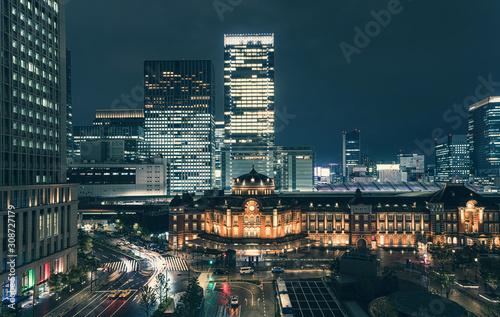 Obraz na plátně Beautiful urban cityscape with Tokyo station under twilight sky and neon night i