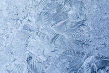 寒い朝の窓の霜
