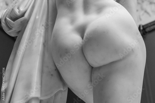 Photo Antique marble woman ass sculpture