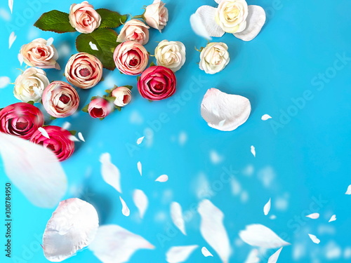 Fototapeta  wishes quotes text on Pink white roses bouquet  on blue   floral background copy space happy romantic  Valentine , women day  and birthday greetings card,Beautiful floral background  obraz na płótnie