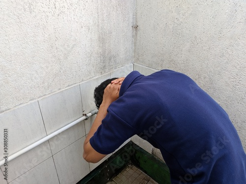 A moslem man take ablution, known as wudhu, as one of ritual purification to pra Slika na platnu