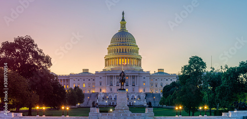 Leinwand Poster Panoramic image of the Capitol of the United States in morning light