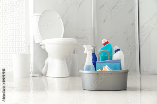 Fotomural Cleaning supplies near toilet bowl in modern bathroom