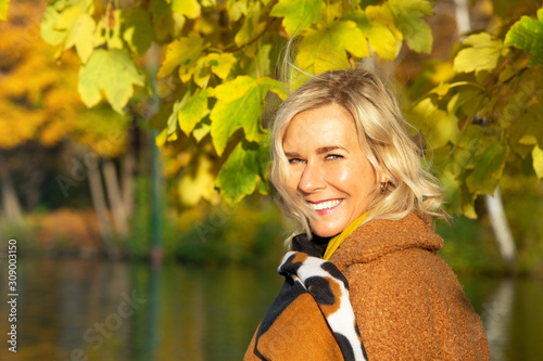 blond woman in her 40s outdoors enjoying the autumn sun Tableau sur Toile