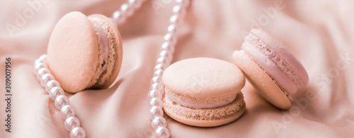 Fotomural Sweet macaroons and pearls jewellery on silk background, parisian chic jewelry,