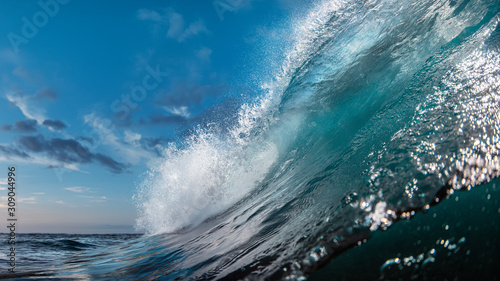 Foto The Most Beautuful barrel surfing wave, ocean water, aquatic sport media