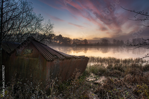 Photo Misty morning at the Old Boat house