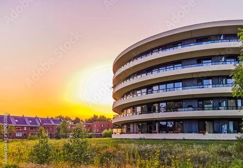 Photo modern apartments building during sunset in apeldoorn city, The Netherlands, Dut