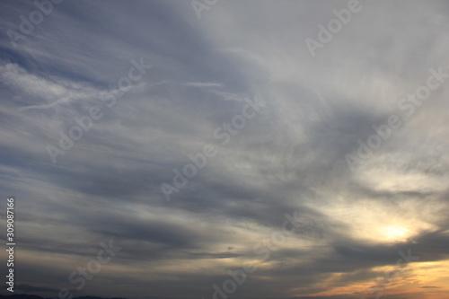 雲の多い夕方の空 Wallpaper Mural