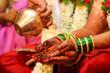 Leinwanddruck Bild - Beautiful Indian bride hand with mehandi design and jewelry