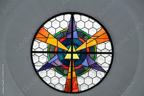 Cuadros en Lienzo Dreifaltigkeitsglasfenster, Kapuzinerkirche, Brig, Wallis, Schweiz