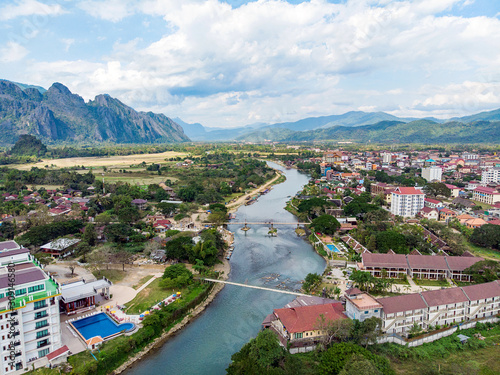 Foto  Bamboo bridge over Nam Song River at Vang Vieng village, Laos
