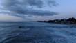 vista areas del mar de mallorca con el dique de madera en la playa