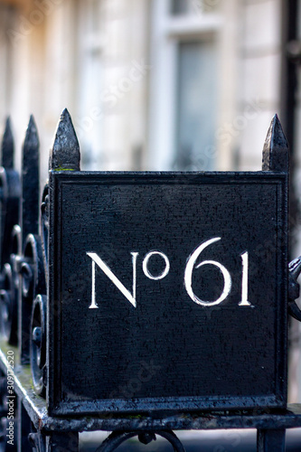Papel de parede  No 61 on a metal sign