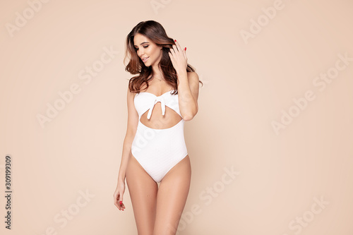 Fototapeta Beautiful brunette woman in studio.