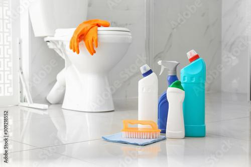 Cuadros en Lienzo  Cleaning supplies near toilet bowl in modern bathroom