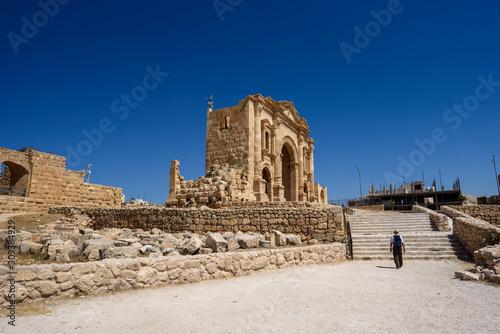 Canvas-taulu 2nd century Arch of Hadrian at ruins of Ancient Roman City Gerasa In Jerash, Jor