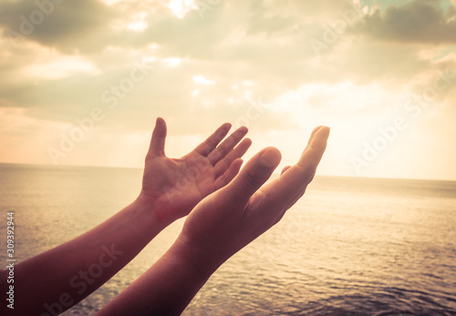 A man praying hand for blessings When the sun goes down Hope for a happy life Fototapet