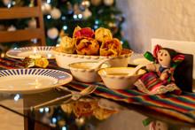 Tamales Comida Mejicana Tradicional En Fiestas De Navidad En Mesa Preparada