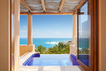 Infinity Hot Tub At A Luxury R...