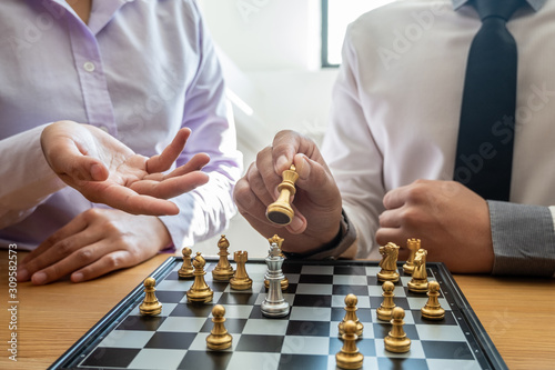 Fotomural hand of businessman moving chess in competition, shows leadership, followers and