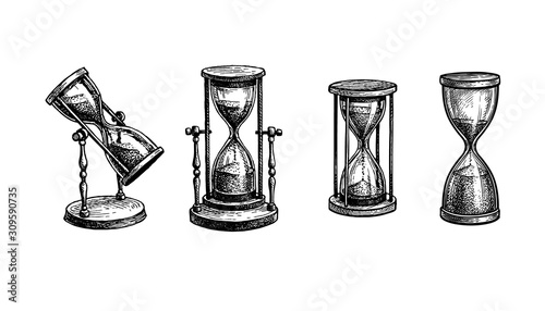 Foto Ink sketch of vintage hourglasses.